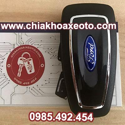 chia khoa remote ford ranger gap 2nut chinh hang-chiakhoaxeoto