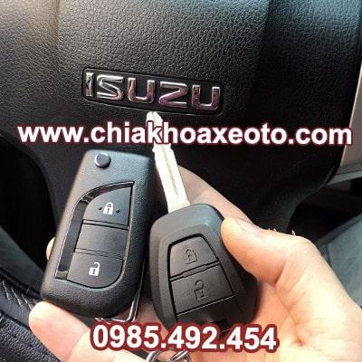 chia khoa remote dieu khien isuzu dmax dang gap-chiakhoaxeoto.com