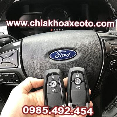 chia khoa thong minh ford everest-chiakhoaxeoto.com